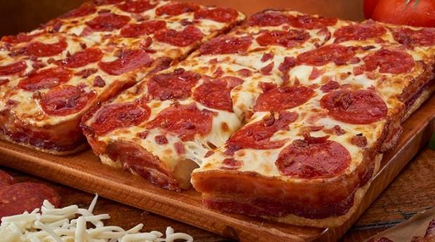 Bacon e pizza em um casamento que ninguém poderia imaginar (Foto: Reprodução)