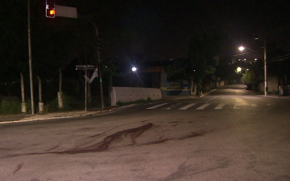 Cruzamento das estradas da Riviera e do Guavirituba, onde bombeiro matou motoboy — Foto: Reprodução/TV Globo