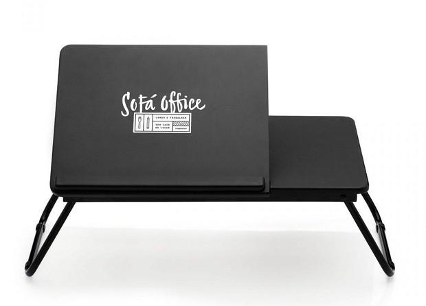 Bandeja laptop dobrável Sofá Office | De madeira e aço, essa bandeja é ideal para os pais que costumam levar trabalho para casa | Da Imaginarium, R$169,90. (Foto: Divulgação)