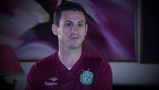 Camisa 10 e faixa: Fumagalli vive futebol 24 horas por dia aos 39 anos