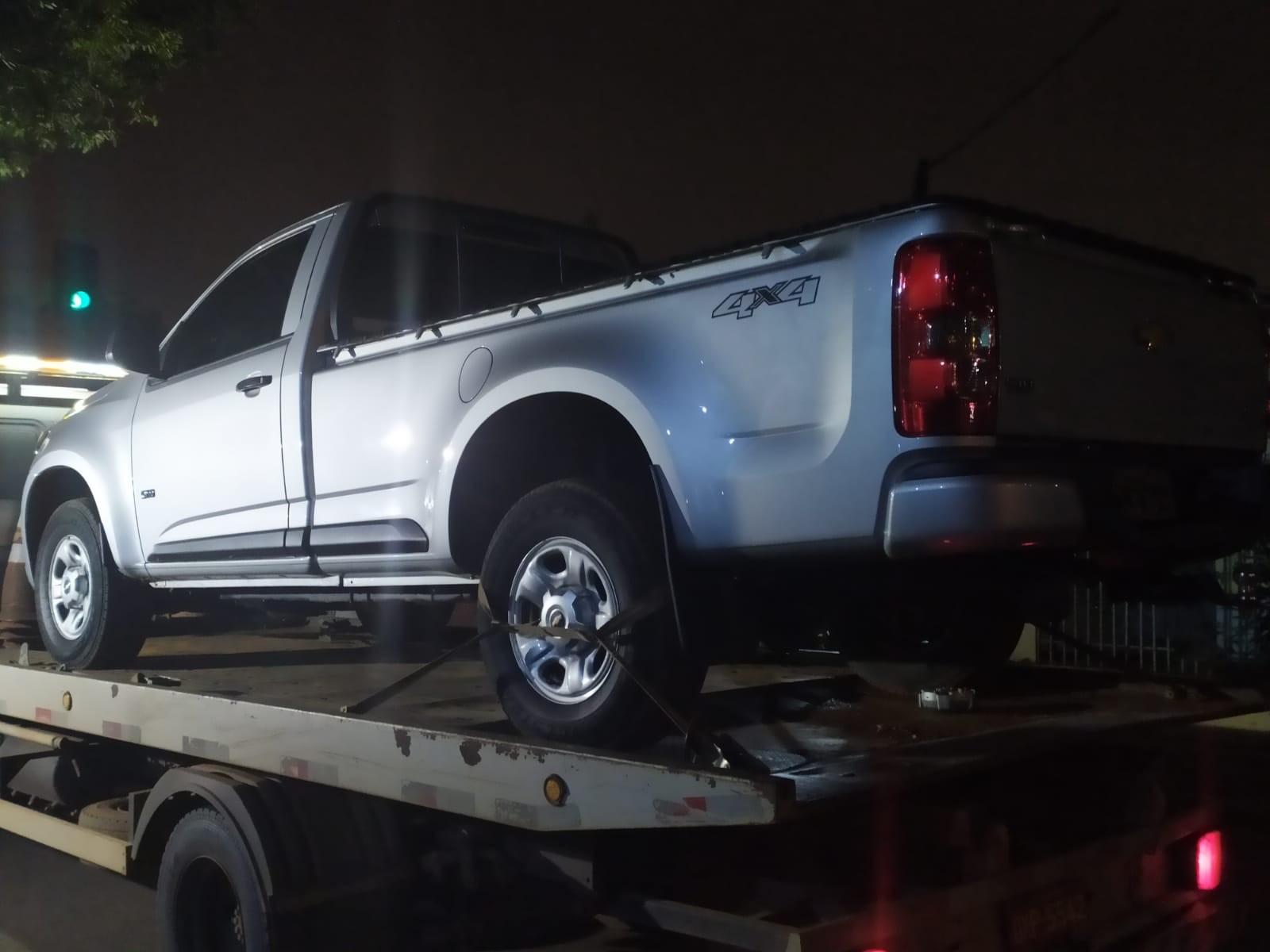 Bandidos abordam motorista de caminhonete e mantêm vítima refém por horas em Rio Branco