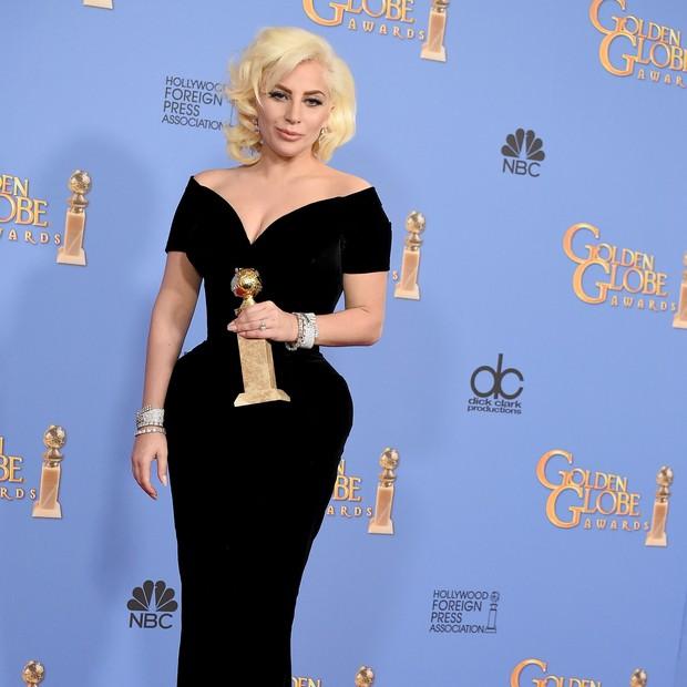 Lady Gaga no Globo de Ouro de 2018, de Brandon Maxwell (Foto: Getty Images)