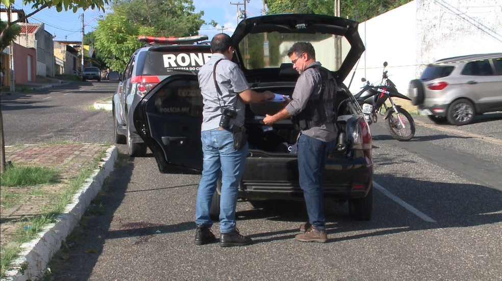 Criminosos realizaram de quatro a seis assaltos depois de roubar carro na sexta-feira (Foto: Reprodução/TV Clube)
