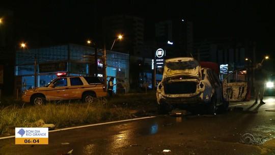 Colisão entre carro e motocicleta deixa um morto e dois feridos na Serra do RS