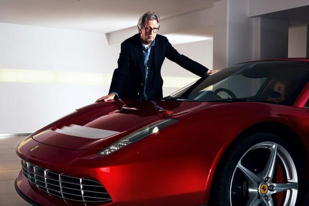 Eric Clapton e sua Ferrari SP 12EC (Foto: Divulgação)
