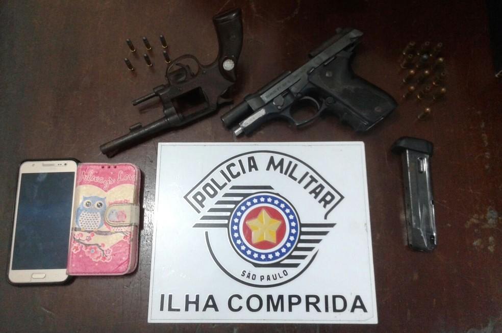 Armamento ilegal apreendido pela PM em Ilha Comprida, SP (Foto: Reprodução/Polícia Militar)