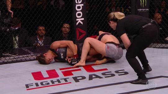 """Com lesão no joelho, Sheetara celebra finalização no fim do primeiro round: """"Era matar ou morrer"""""""