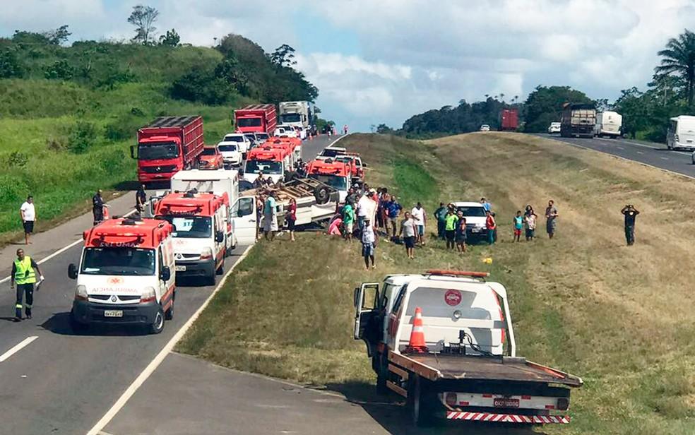 Van transportava 11 pessoas no momento do acidente (Foto: Divulgação/Graer)