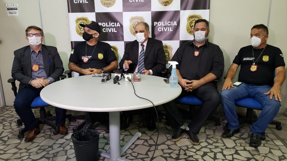 Polícia Civil fala sobre operação que prendeu suspeitos da morte do empresário Netinho de Nilton em 2020, no RN. — Foto: Iara Nóbrega/Inter TV Costa Branca