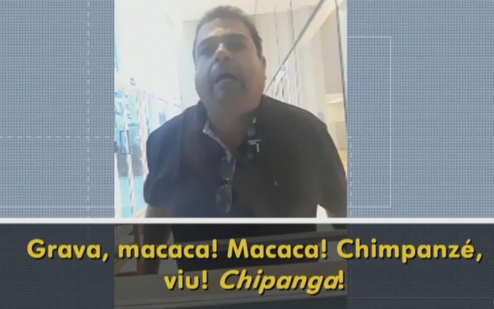 Homem ofende porteira de prédio em Goiânia, Goiás — Foto: Reprodução/TV Anhanguera
