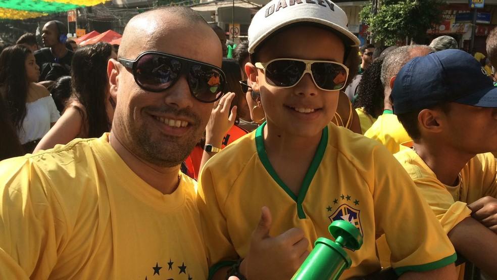 O pequeno Kaio Vitor, 11, do Rio de Janeiro, diz que ficou 'tentando esquecer' a derrota do Brasil contra a Alemanha. 'Consegui mais ou menos', diz. (Foto: Arquivo Pessoal)