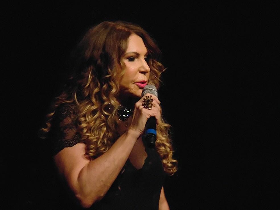 Elba Ramalho canta Belchior, Geraldo Azevedo e Zé Ramalho no show 'Canções de Dominguinhos' — Foto: Mauro Ferreira / G1