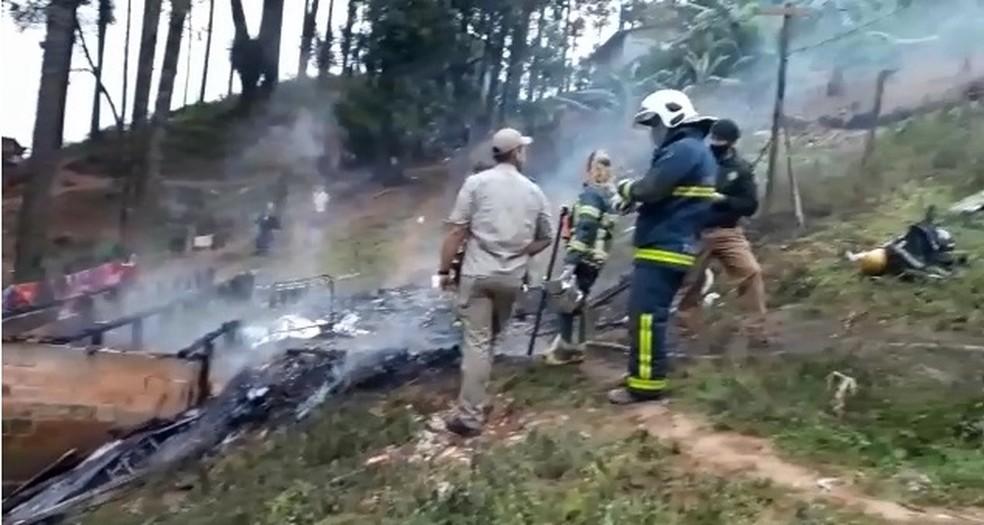 Duas crianças morreram carbonizadas no incêndio, em Rio Branco do Sul  — Foto: Reprodução