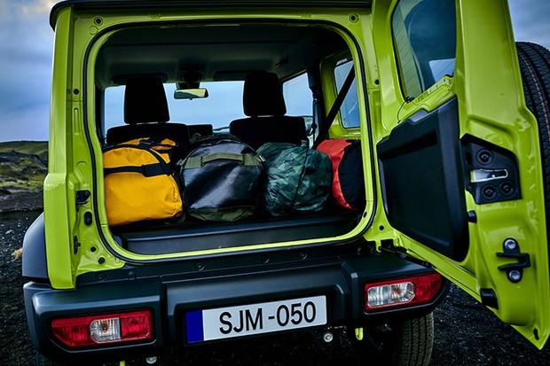 Espaço para bagagens do novo Suzuki Jimny continua a ser bem reduzido (Foto: Divulgação)