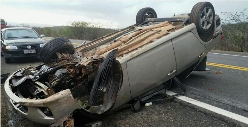 Motorista do veículo falou para a policia que a pista estava escorregadia. (Foto: PRF/CE)