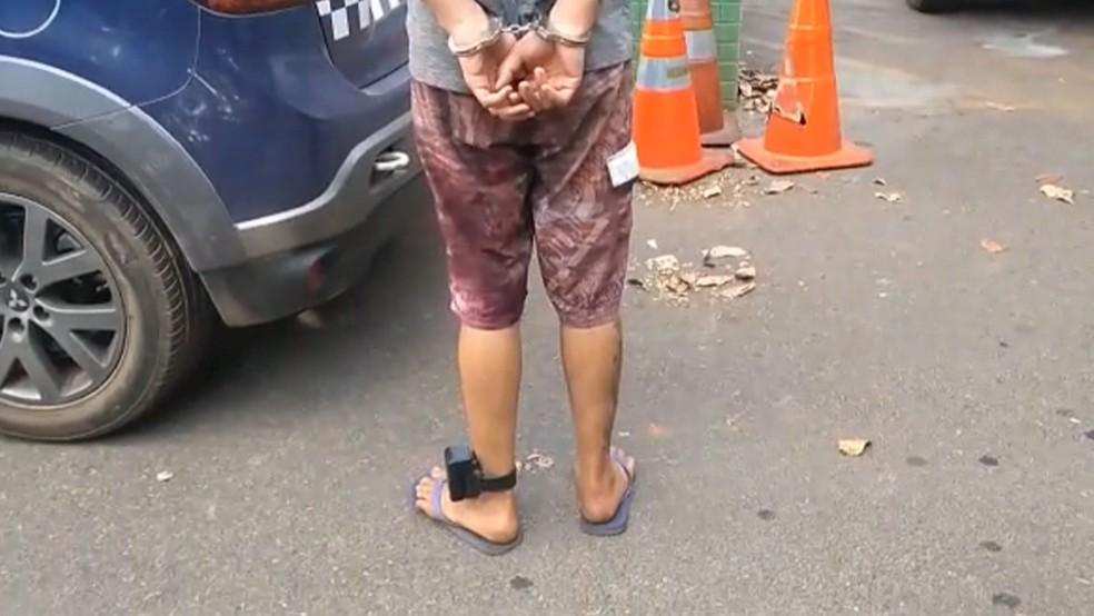 Homem usava uma tornozeleira eletrônica quando foi preso no DF. — Foto: Polícia Militar/Divulgação