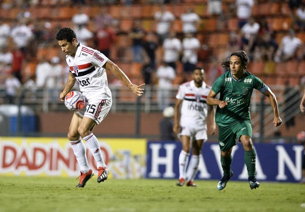 Hernanes deve estar em melhor condição na partida contra o Talleres, em Córdoba — Foto: Marcos Ribolli