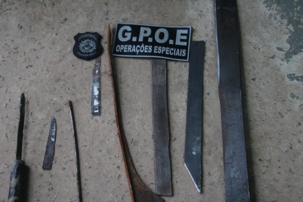 Armas artesanais também foram apreendidas em presídio na capital — Foto: Evandro Derze/Secom-AC