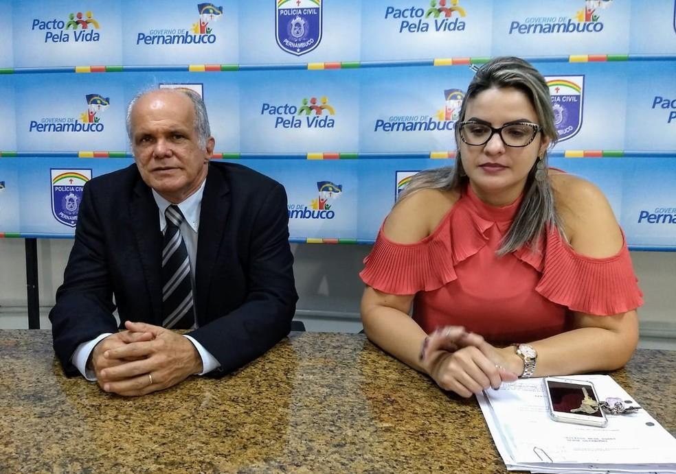 Delegada Thais Galba (à direita) e o delegado Ademir de Oliveira (à esquerda) são do Departamento de Proteção à Criança e Adolescente (DPCA) â?? Foto: Polícia Civil/Divulgação