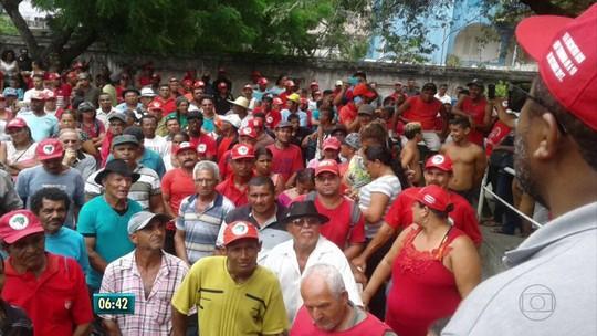 Integrantes do MST ocupam sede do Incra na Zona Norte do Recife