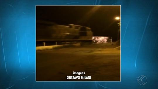 Veículo que transportava estudantes tomba e é atingido por trem em Santana do Deserto, MG