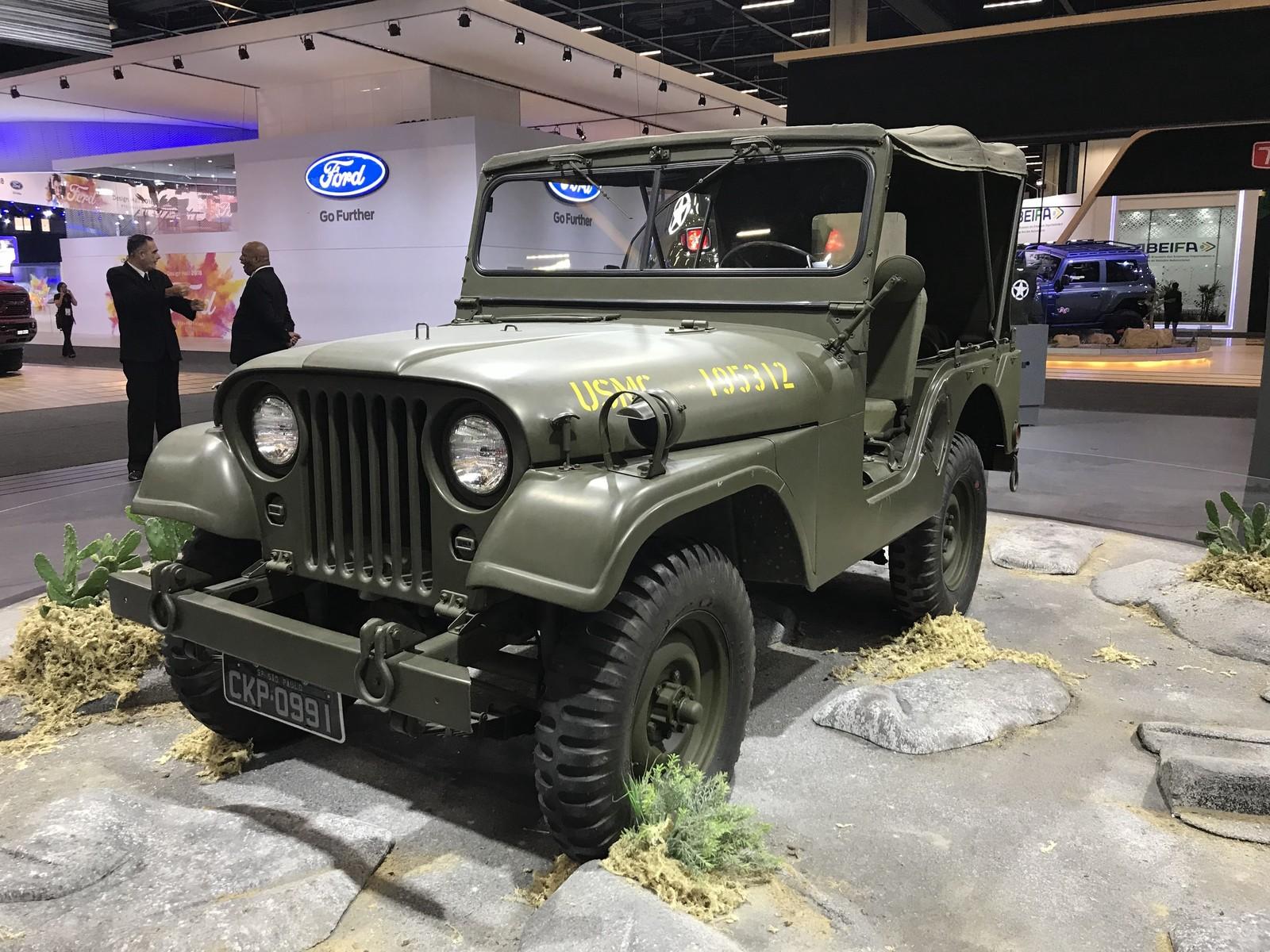 De Jeep da guerra até primeiro Porsche, marcas revivem clássicos no Salão do Automóvel Img-3849