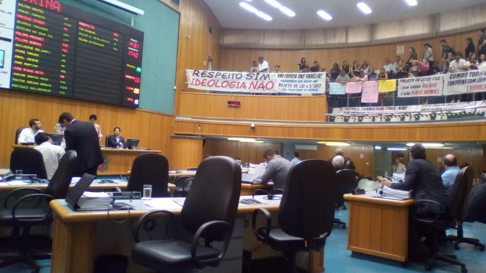 Projeto que proíbe abordagem de questões de gênero em escolas municipais de Londrina foi aprovado em segunda discussão nesta quinta-feira (13)  — Foto: Josué Azevedo/RPC