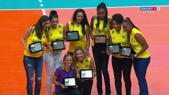 Dez anos do ouro: campeãs de 2008 recebem homenagem no Maracanãzinho