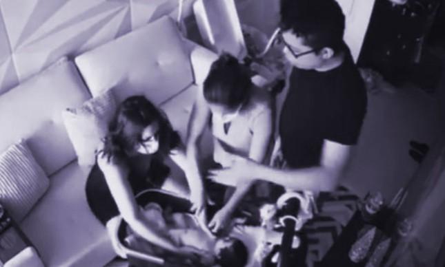 Pamela Hollanda é agredida pelo DJ Ivis com tapas, socos e chutes, na frente da filha dos dois