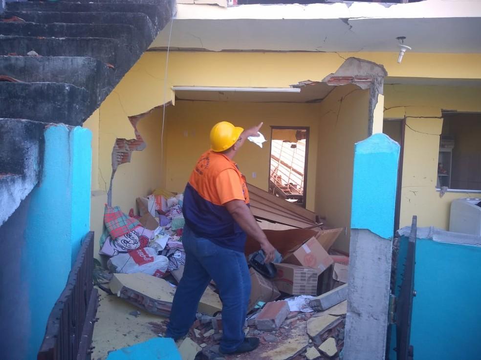 Com a explosão, a estrutura da casa ficou totalmente comprometida, segundo a Defesa Civil — Foto: Divulgação/Defesa Civil de Cabo Frio