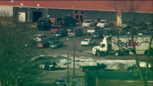 Cinco morrem após homem armado invadir fábrica nos EUA