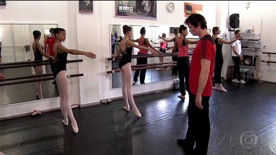 Bailarinos de Paraisópolis recebem companhia de dança da Rússia