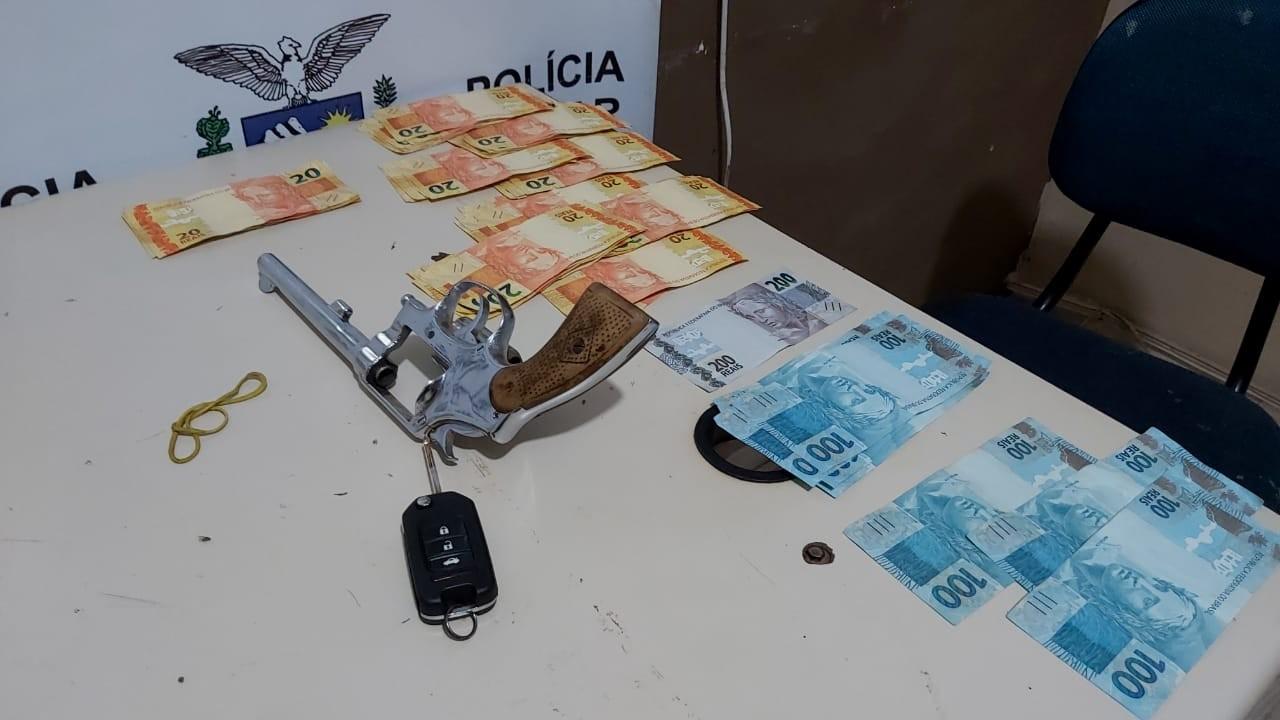Três suspeitos de invadir casa, agredir morador e assaltar família são presos, em Foz do Iguaçu