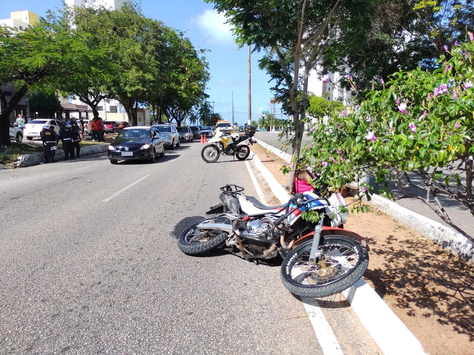Motociclista morre após bater em poste em avenida na Zona Sul de Natal