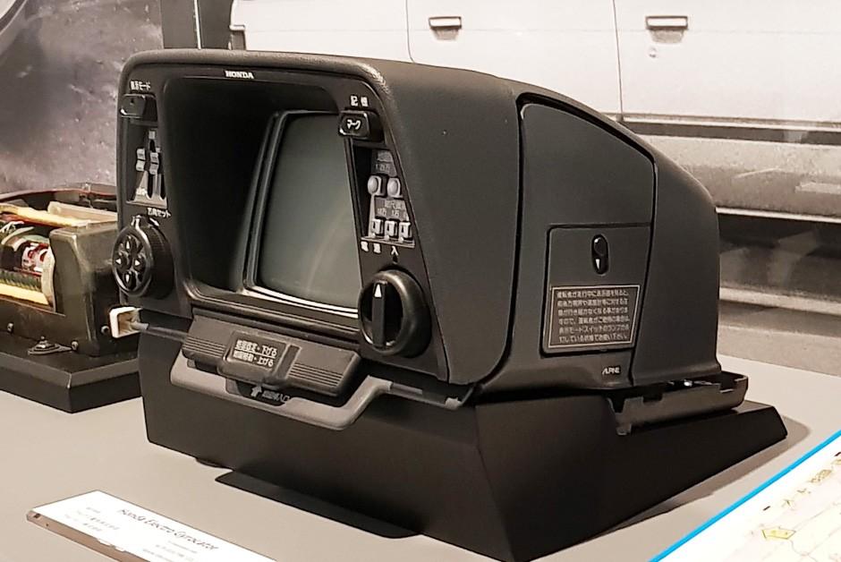 Tela era um monitor CRT de seis polegadas (Foto: Ulisses Cavalcante/Autoesporte)