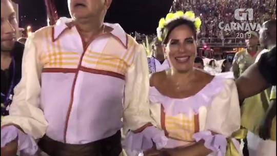 Glória Pires e Orlando Morais terminam desfile da Portela emocionados
