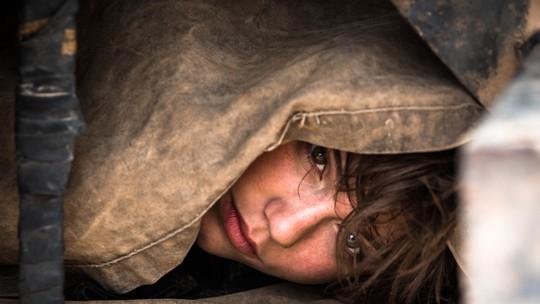 Fuga de Maria: confira como Alice Wegmann gravou cena embaixo de caminhão em movimento