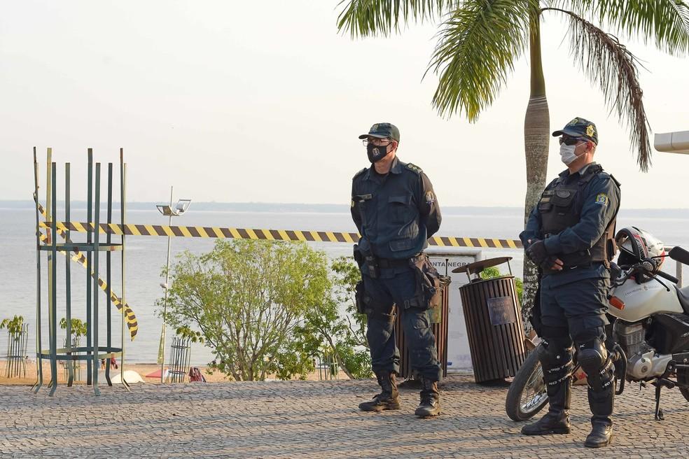 Acessos à Praia de Ponta Negra estão fechados em Manaus  — Foto: Ingrid Anne/Semcom
