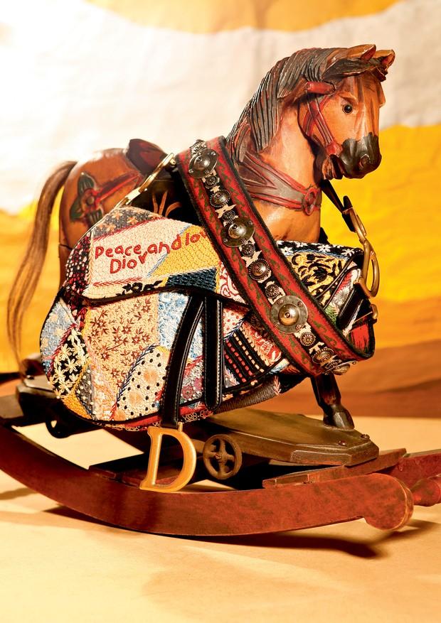 Saddle da Dior (R$ 36.000) com alça (R$ 10.000) (Foto: Rafael Evangelista)