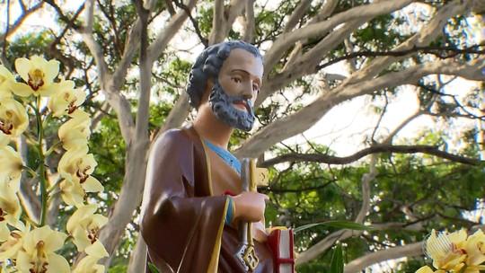 Devotos homenageiam São Pedro com missa e procissão em Salvador