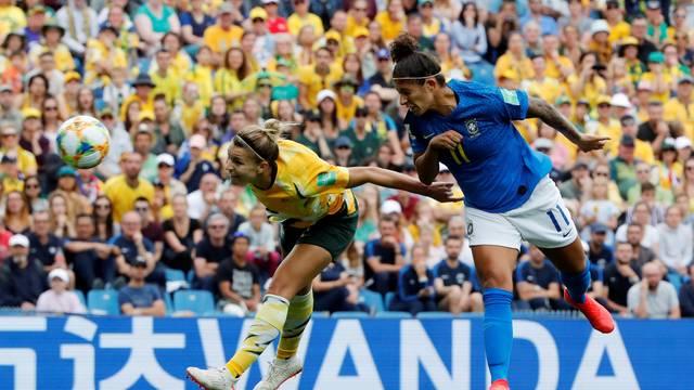 Cristiane acerta linda cabeçada e marca no jogo Brasil x Austrália