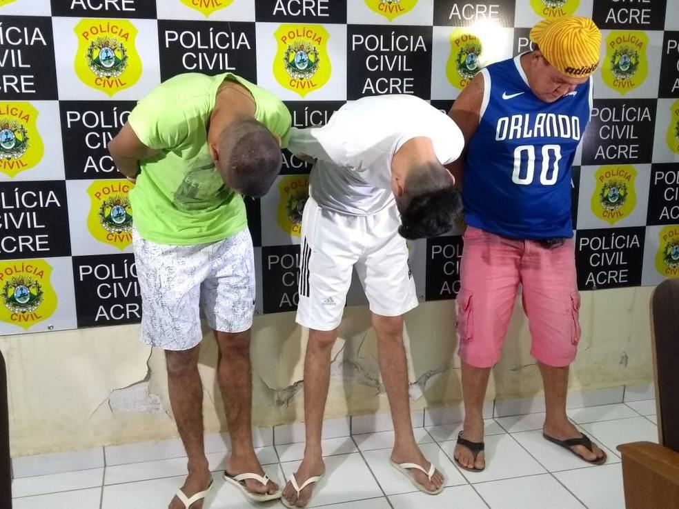 Da direita para esquerda, o de camisa azul é Amauri Sandro da Silva Lima, de 53 anos. O de camisa branca é o Clenilton Araújo de Souza, de 26 anos, e o de camisa verde é o Francimar Conceição da Silva, de 27 anos — Foto: Quésia Melo/G1