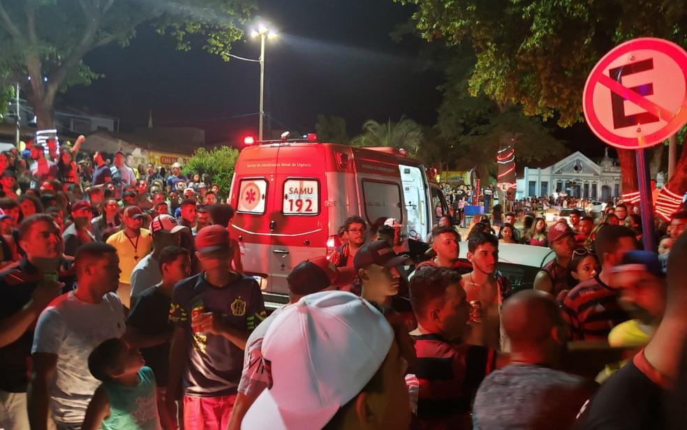 Jovem morreu após ser atingida por bala perdida durante festa na Bahia  — Foto: Blog do Sigi Vilares