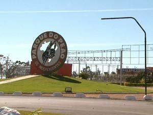 Parque do Peão conta com área de quase 400 mil m² para receber ônibus de excursões durante os 11 dias de festa (Foto: Reprodução/EPTV)