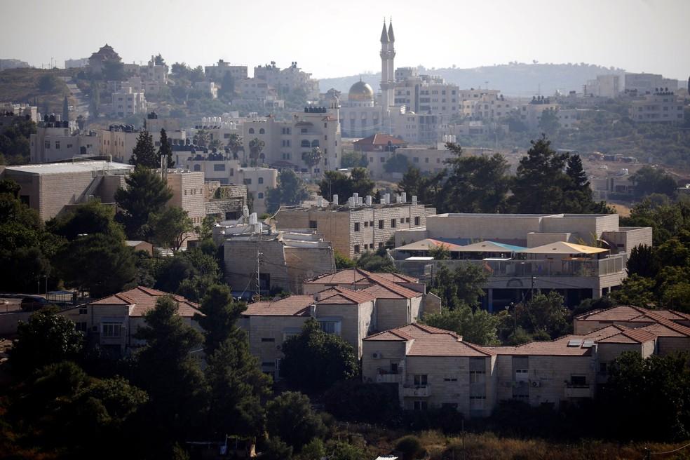 Parte do assentamento judaico de Beit El à frente de Ramallah, na Cisjordânia ocupada por Israel — Foto: Amir Cohen/ Reuters