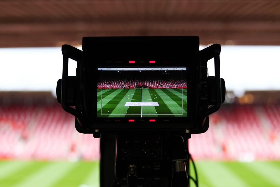 Câmera de transmissão em estádio: a Globo entrou com ação contra a Turner — Foto: Getty Images