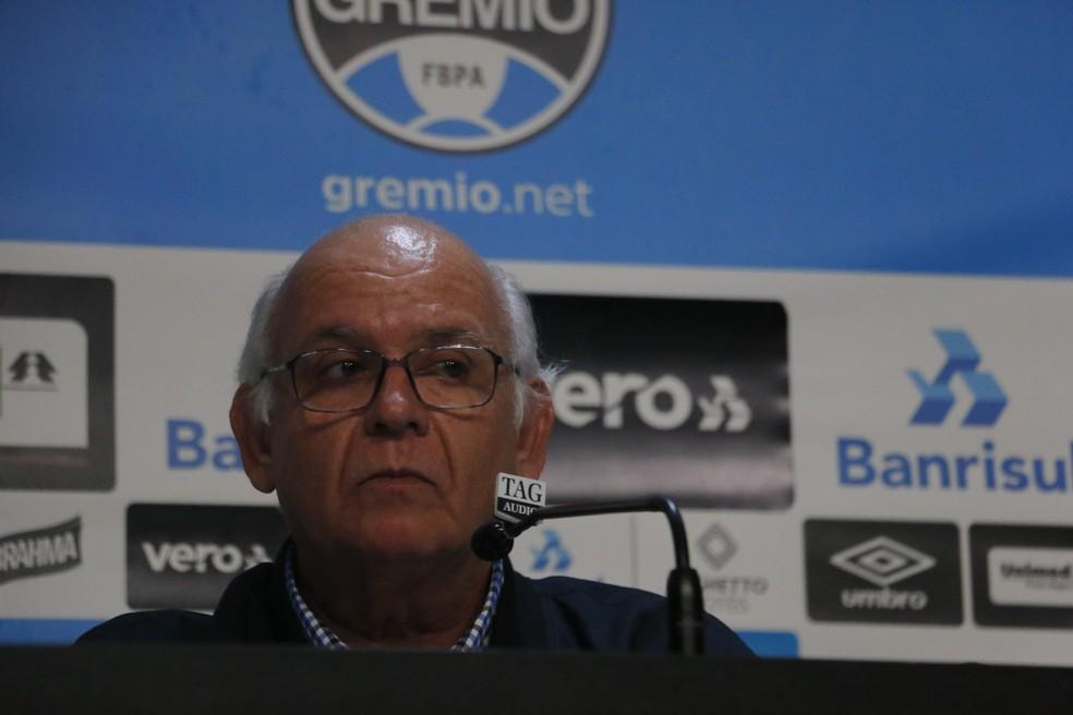 Romildo Bolzan fez cobrança a Tardelli  — Foto: Tomás Hammes/GloboEsporte.com