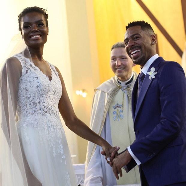 Fabiana Claudino e Vinícus de Paula se casam em SP (Foto: Flavia Vitoria Photo/Reprodução do Instagram)