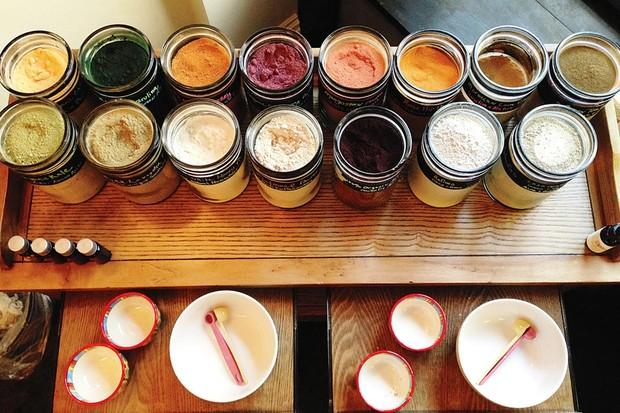 Os ingredientes naturais do Jillian Wrigt Mask Bar (Foto: Divulgação)