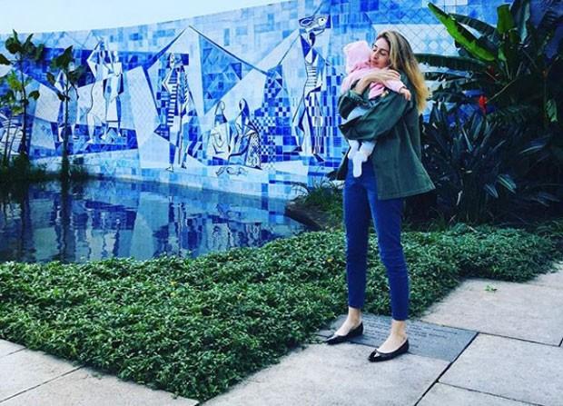 Paula Merlo com sua Eleonora Guadalupe - a pequena nasceu no dia 12/12, dia da N. Sra. de Guadalupe (Foto: Reprodução / Instagram)